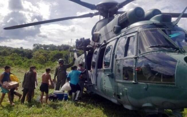 Por meio de helicópteros da FAB, vacinas são levadas a aldeias Yanomami