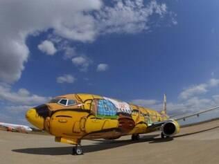 Avião da Gol ganhou as cores da seleção brasileira pelas mãos dos gêmeos