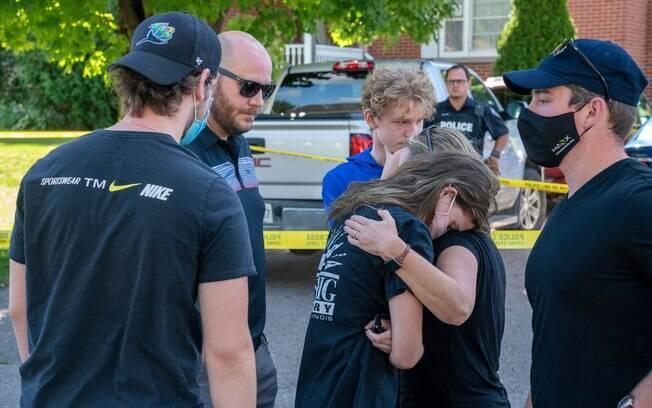 Cinco pessoas foram encontradas mortas e outra com ferimentos graves