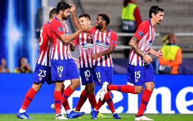Jogadores do Atlético de Madri comemoram um dos quatro gols sobre o rival que deu o título da Supercopa da Europa