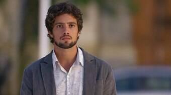 Rodrigo sente ciúmes ao ver Ana com Lúcio