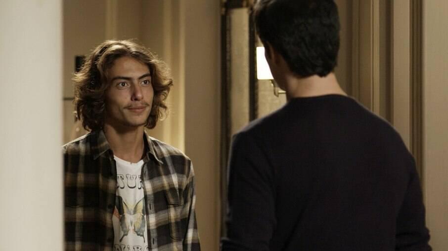 Márcio afirma a Eric que Bebeth está doente