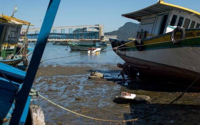 Duas embarcações naufragaram entre a noite de ontem (7) e a madrugada de hoje (8) na Baía de Sepetiba