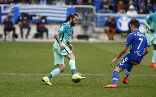 Vidal em campo pelo Barcelona diante do Alavés