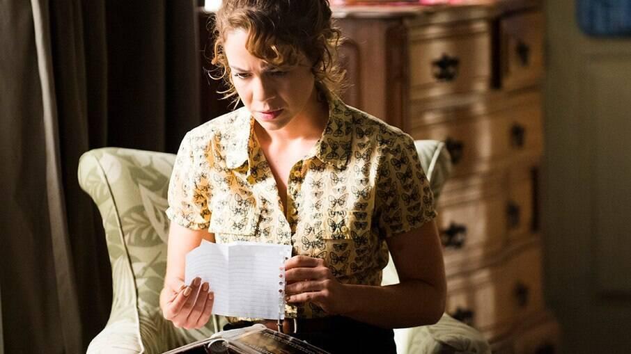 Cristina (Leandra Leal) encontra carta falsa de Eliane (Malu Galli)