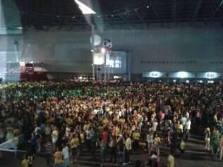 Público teve dificuldade na entrada para assistir Brasil x México, que acontece na Arena Castelão