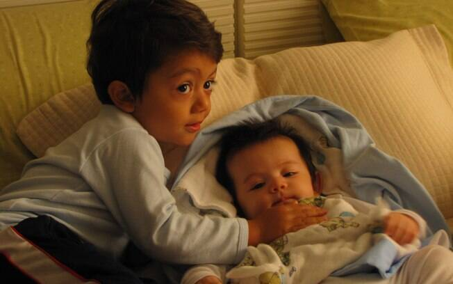 Pedro,2, ficou enciumado com a chegada do irmão mais novo, André, de nove meses