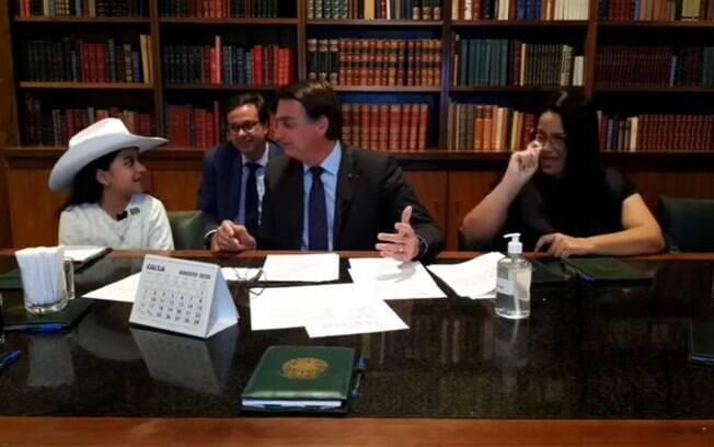 Youtuber mirim Esther participou de live semanal do presidente Jair Bolsonaro