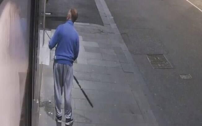 Homem usou vara de pesca para roubar colar na Austrália