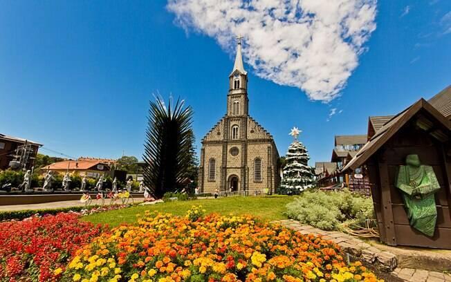 Gramado é a região da Serra Gaúcha que mais atrai turistas, pois além da produção de vinhos conta com outras atrações