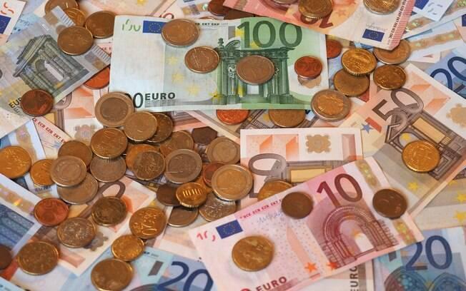 Dólar segue em alta e bate R$ 4,52 pela primeira vez, enquanto o Euro continua acima de R$ 5,02