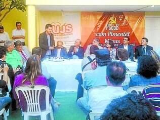 Reunião.    Pimentel se encontrou com políticos do PCdoB, como o prefeito Carlin, para fechar apoio na cidade
