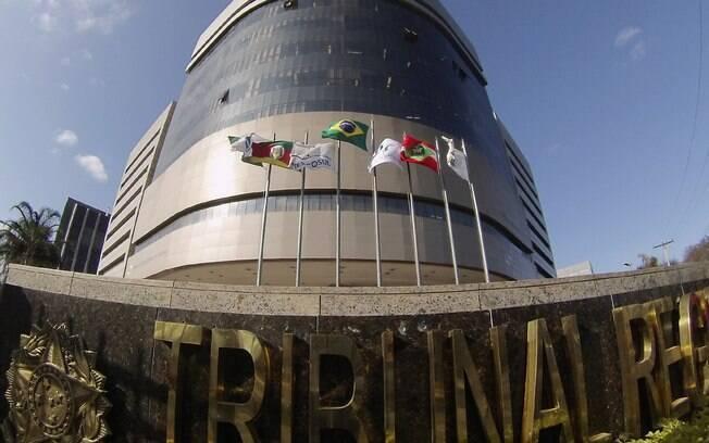 Fachada do Tribunal Regional Federal da 4ª Região, em Porto Alegre