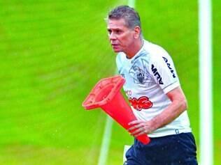 Opção. Paulo Autuori não escondeu, quando chegou ao Atlético, que sua prioridade era organizar o sistema defensivo do time