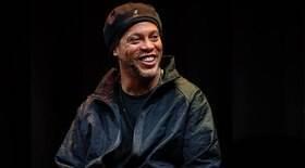 Ronaldinho convoca exs na Justiça e confirma trisal