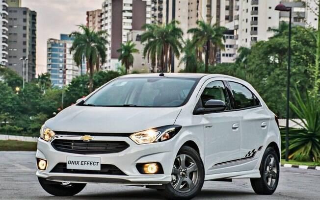 Chevrolet Onix:  é o campeão de vendas da marca  americana no Brasil, pioneiro da central multimídia a bordo