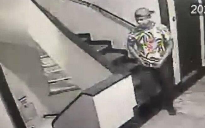 Garoto de programa se livrou da arma do crime na escada do hotel
