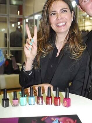 Luciana Gimenez lançará coleção de esmaltes