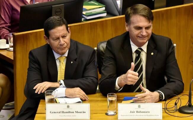 O TSE decidiu arquivar o pedido de cassação de Bolsonaro e Mourão