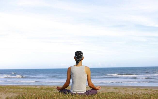Estudo mostrou que praticar meditação continuamente contribui para melhorias na capacidade de atenção