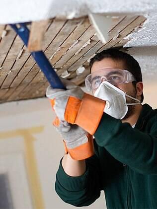 Contratar um mestre de obras e profissionais responsáveis ajuda a evitar problemas na obra