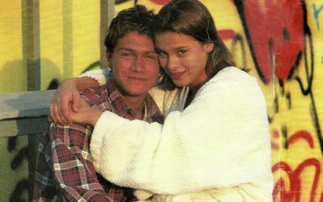 Os atores Victor Hugo, da Record, e Carolina Dieckmann chegaram a ficar noivos quando ambos tinham 18 anos