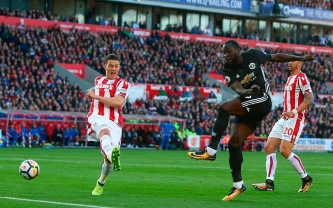 Stoke City e Manchester United fizeram um dos jogos da quarta rodada do Campeonato Inglês