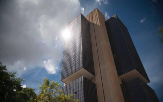 Banco Central afirma em comunicado que próximos cortes da taxa Selic passam a ser moderados
