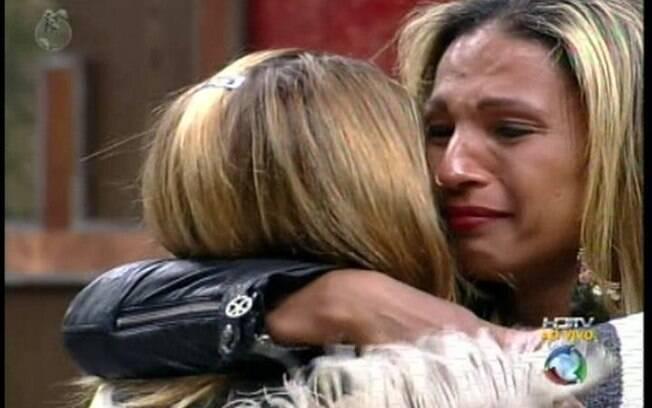Novamente, Valesca e Raquel se emocionam com a despedida