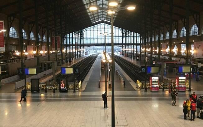 Estação de trem e metrô em Paris