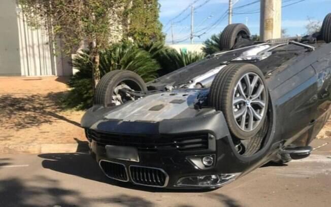 Igor Gomes, atleta do São Paulo, capotou o carro após colidir com outro automóvel