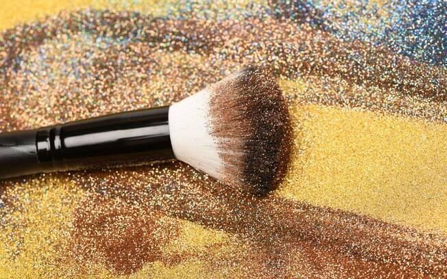 Usar glitter é muito comum no Carnaval, mas pensando no meio ambiente, o glitter ecológico pode ser a melhor opção
