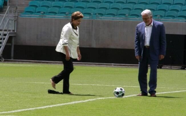 Dilma Rousseff e o governador da Bahia, Jacques Wagner, no pontapé inicial da nova Fonte Nove