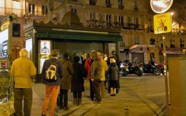 Desde a madrugada desta quarta-feira, filas se formaram em frente à bancas de jornais francesas