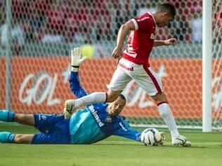Alex foi responsável por um dos gols do Inter na vitória por 2 a 1 sobre o Fluminense