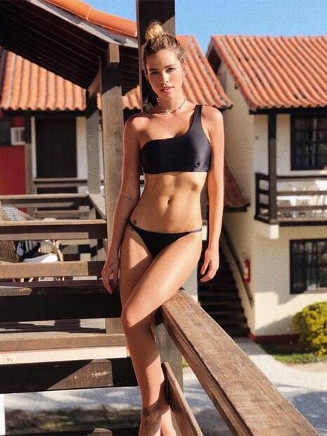 Noiva de Kaká, Carol dias, mostra corpo esbelto na web