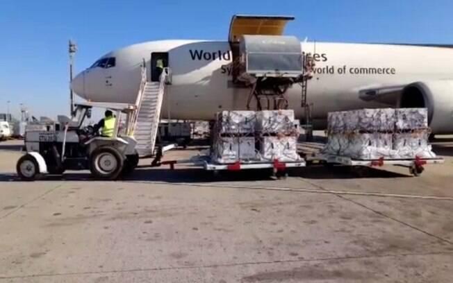 Avião desembarca em Viracopos com mais 1 milhão de doses da Pfizer