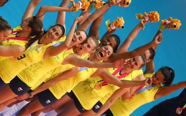 Jogadoras do Brasil comemoram o ouro contra Cuba: final colocou a Record à frente da Globo