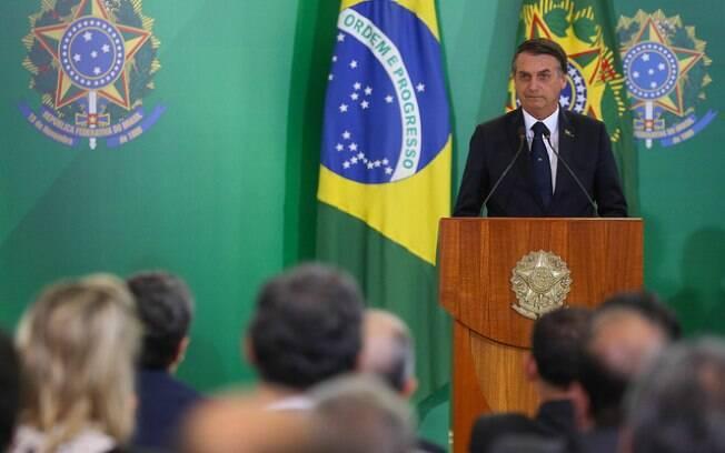 Após mensagem de tom nacionalista, Jair Bolsonaro abranda discurso diz que Brasil jamais recusará ajuda a imigrantes