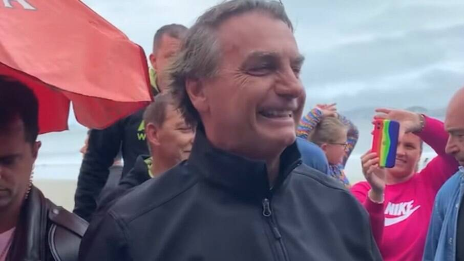 Bolsonaro deve quase R$ 100 mil por não utilizar máscara em locais públicos