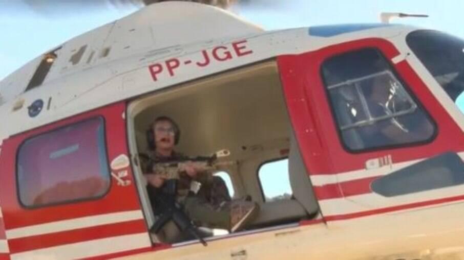 Deputada Federal Magda Moffato (PSL-GO) aparece em helicóptero com um fizel e diz que vai caçar Lazaro Barbosa de Souza
