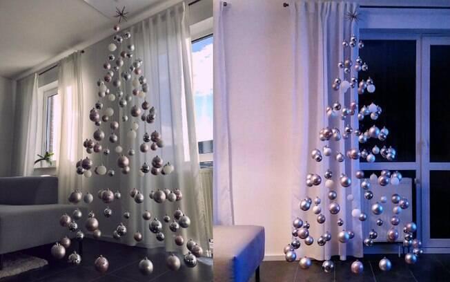 Assim como em 2017 (foto à direita), uma usuária do Instagram resolveu repetir a árvore de Natal este ano (à esquerda)