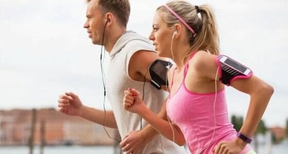 Como escutar música pode turbinar seu treino