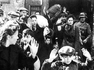 O menino Tzvi Nussbaum foi retirado de esconderijo em Varsóvia