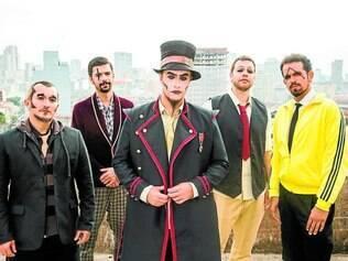 O Teatro Mágico apresenta  novo álbum sem se esquecer de suas origens