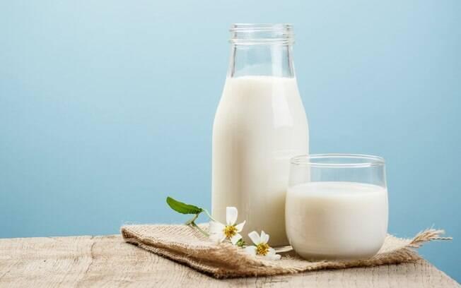 Jarra e copo de leite