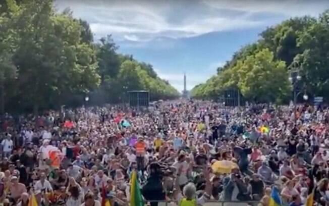 Protesto Alemanha contra medidas de combate ao Covid-19 reúne 10 mil pessoas