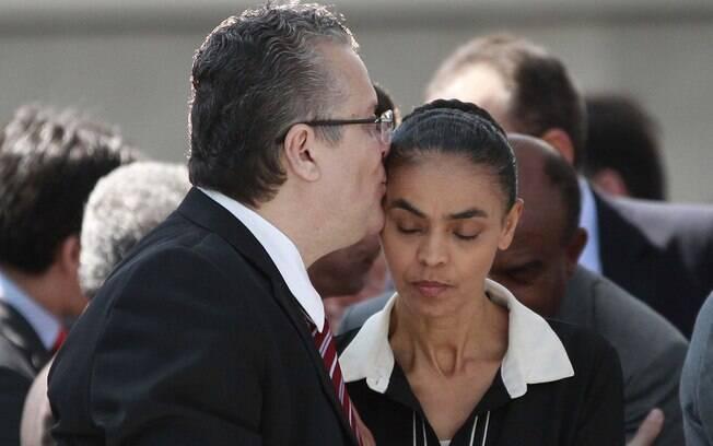 Beto Albuquerque e Marina Silva assistem à missa