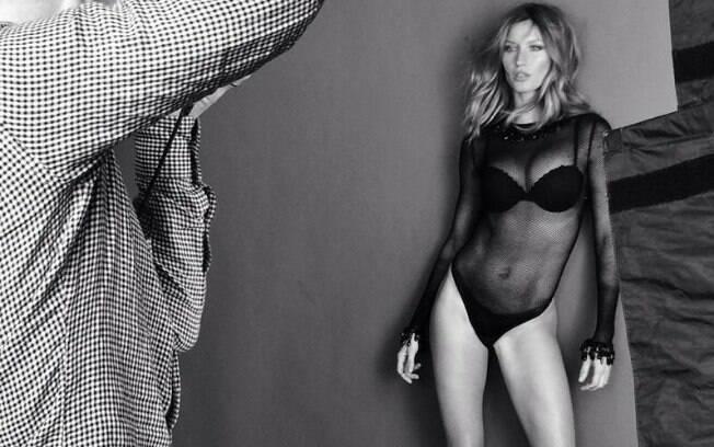 Gisele Bündchen posa sexy em ensaio fotográfico