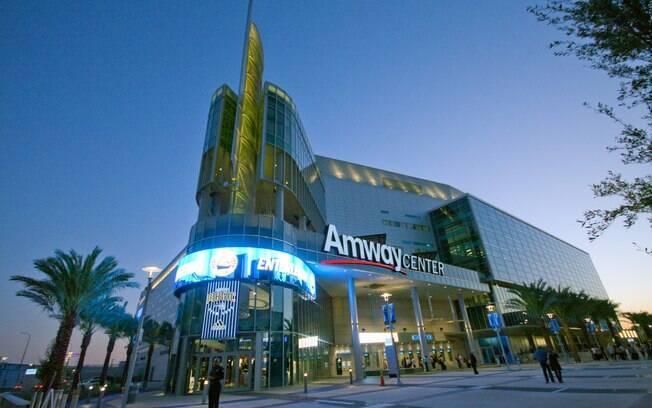 Para aqueles que realmente querem fugir do óbvio, por que não assistir a um jogo de basquete na Amway Arena, estádio mais famoso de Orlando
